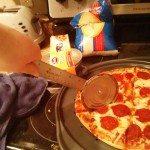 Vonalzó + konzerv= pizzavágó
