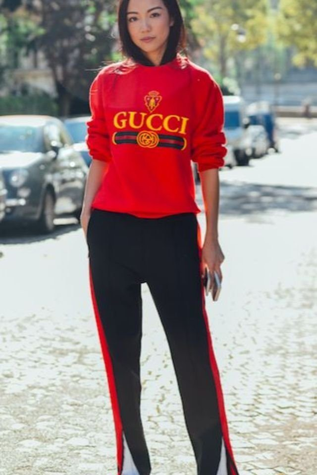 large_fustany-fashion-style_ideas-how_to_wear_tracksuits_in_a_chic_way-bella_hadid-7