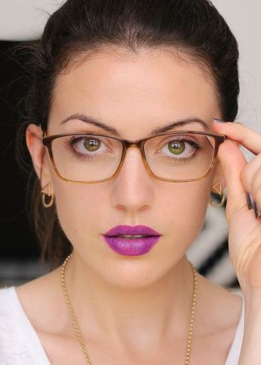 Fustany-Beauty-The_10_Most_Trendy_Lipstick_Colors_You_Should_Try_This_Spring-Purple
