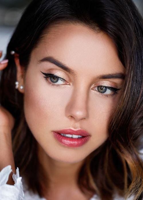 Fustany-Beauty-The_10_Most_Trendy_Lipstick_Colors_You_Should_Try_This_Spring-Shimmer