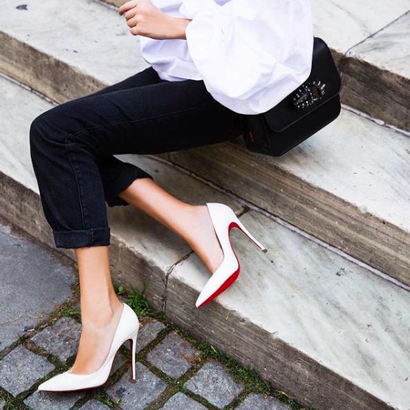f68b67f69820 Miért is piros az ikonikus cipő talpa? | PetőfiLIVE